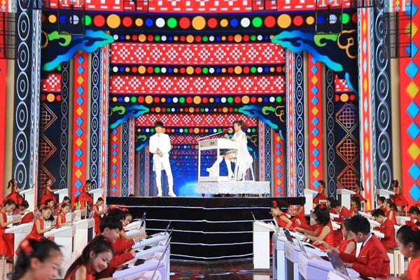 【央视2019】玖月奇迹再次携手百名双排键琴童亮相央视元旦晚会