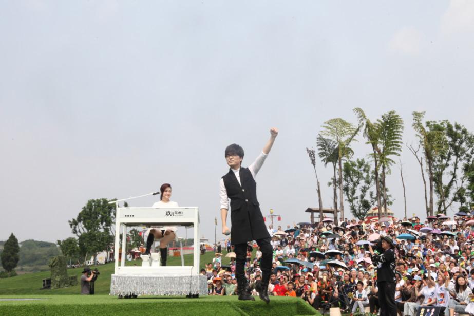 玖月奇迹6岁爱徒双排键演奏西游记主题曲,六小龄童发博夸赞!