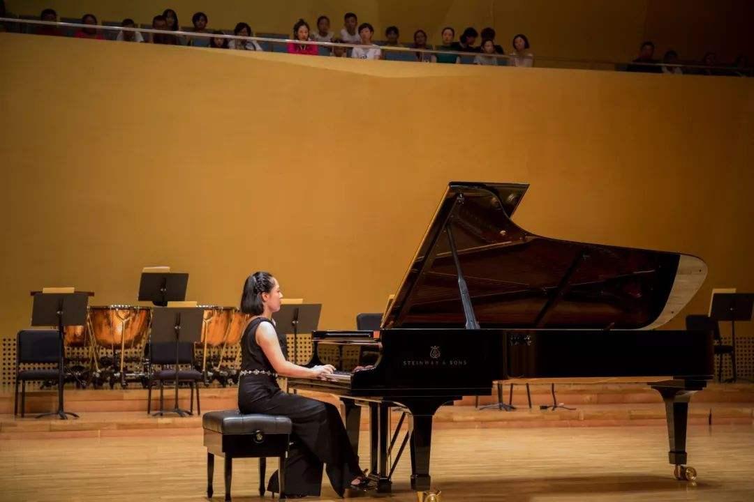 如何练习钢琴演奏中的八度技巧