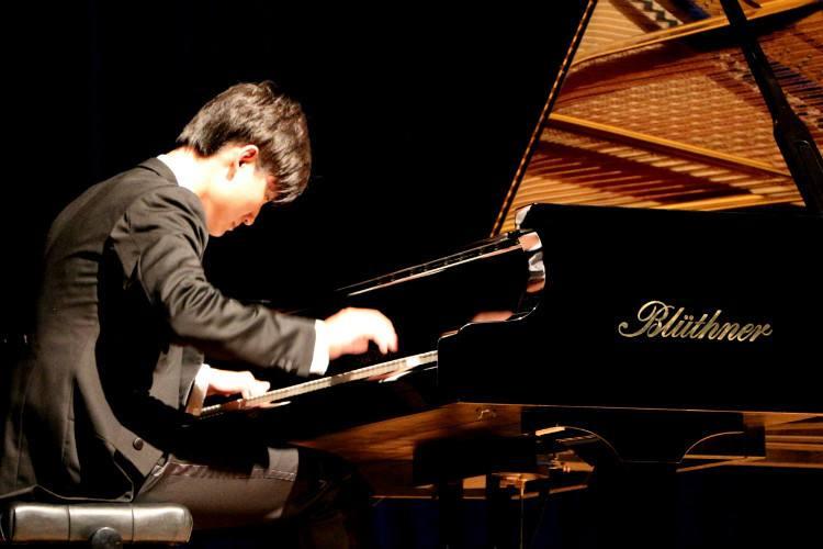 怎么提高钢琴的视奏能力和读谱速度?