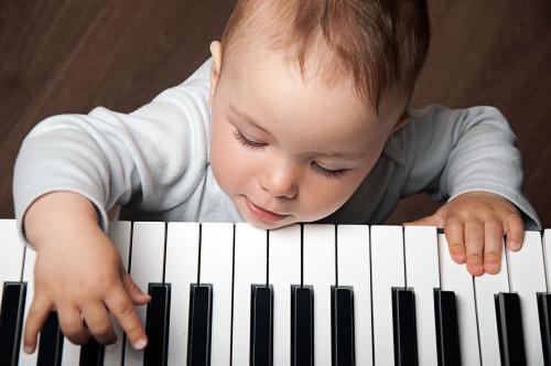 学钢琴时,如何纠正孩子的手型?