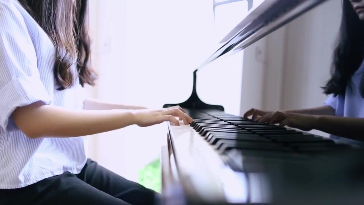 弹钢琴时总不连贯怎么办?