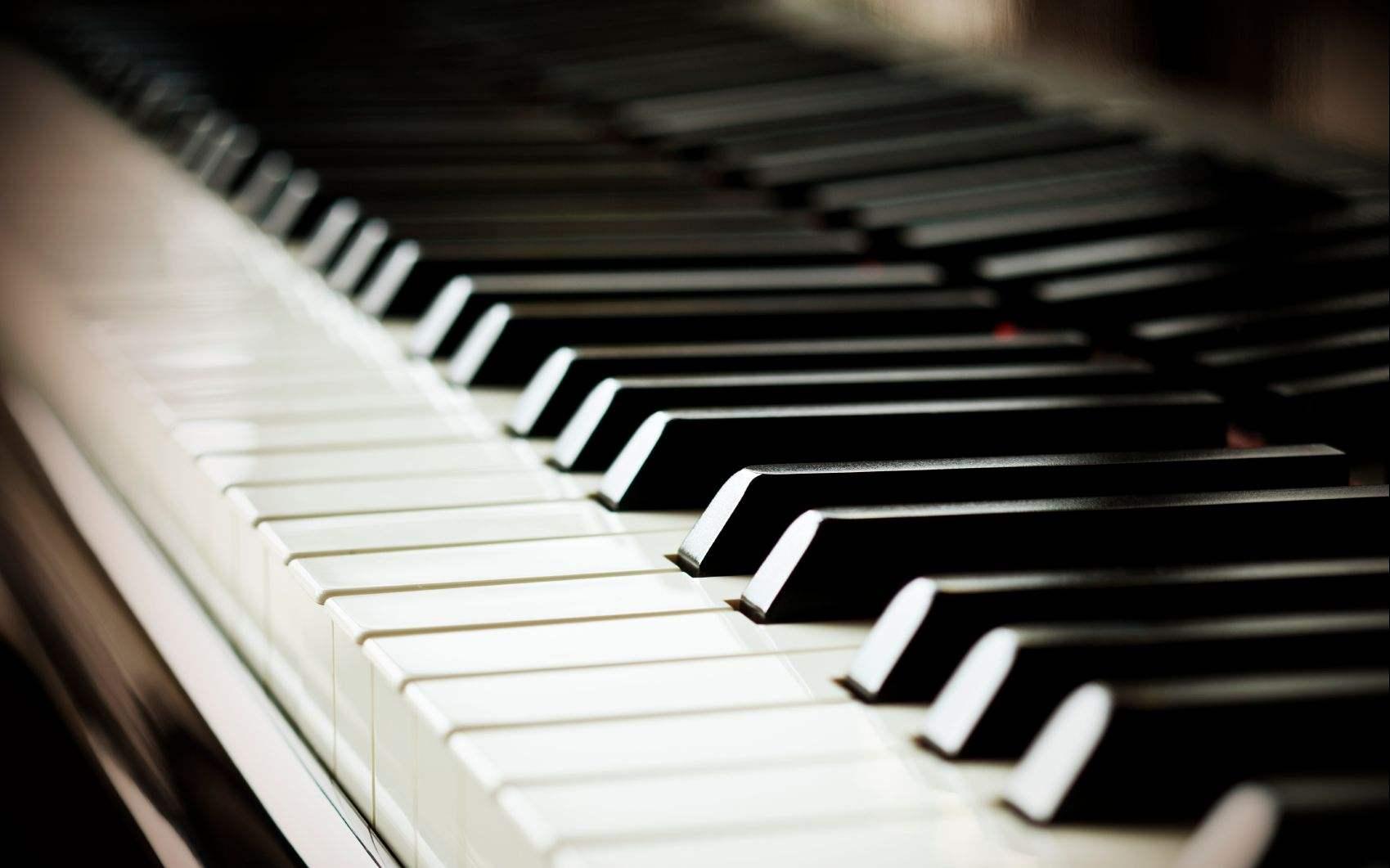 教你钢琴如何弹好黑键,完善你的音乐演奏