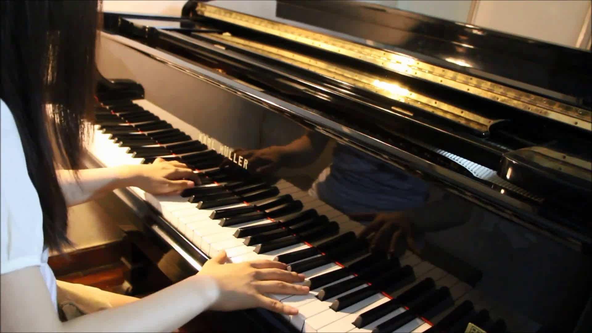 为什么单手弹钢琴挺好,双手合起来就不行了?