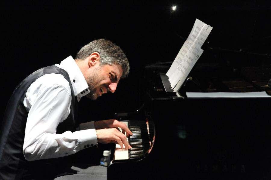 左手在钢琴演奏中的重要性
