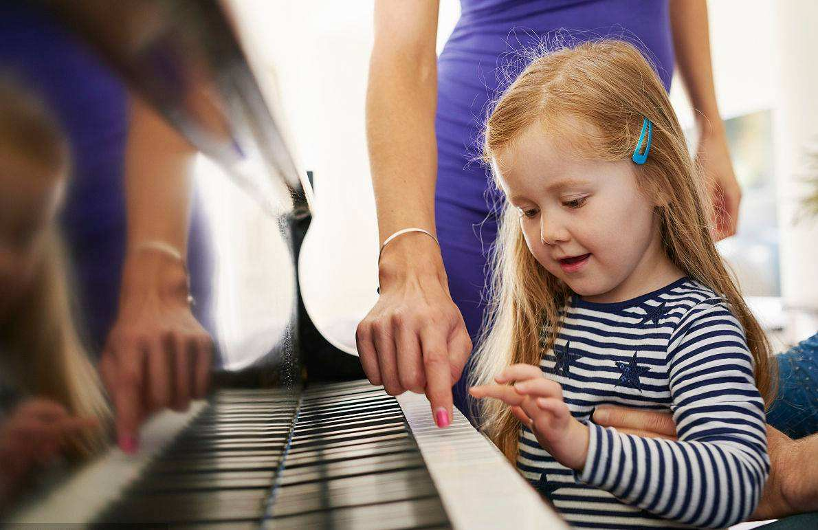 如何让孩子喜欢上钢琴课?