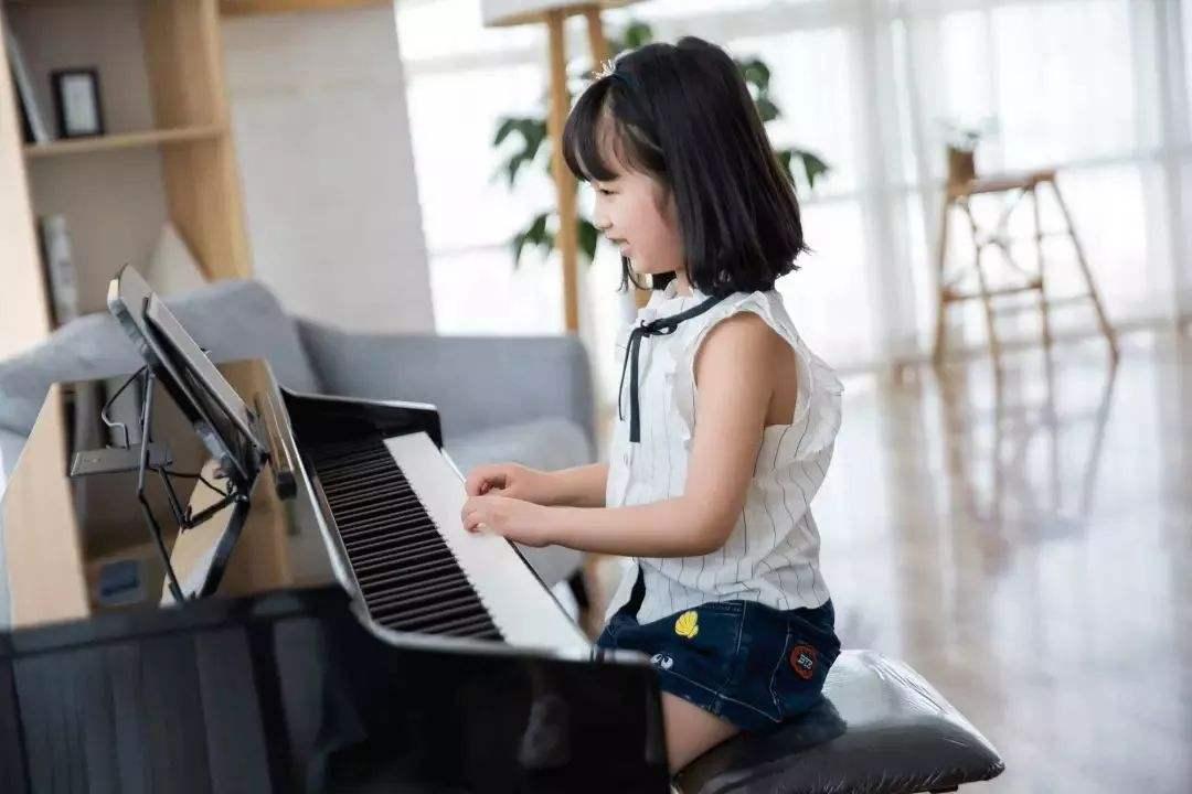 儿童弹钢琴必须要注意的手指问题
