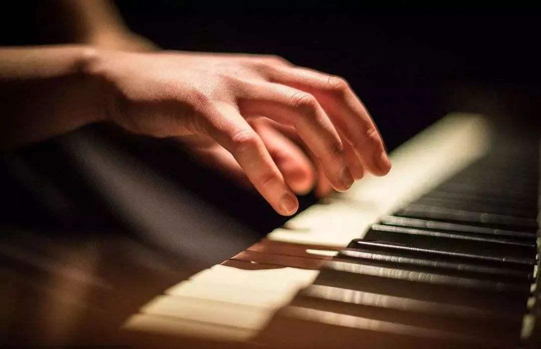 钢琴高抬指的训练方法