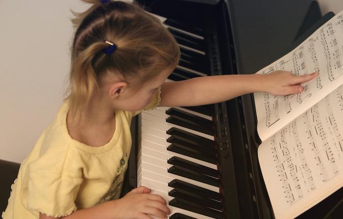 孩子初学钢琴时都需要注意哪些?