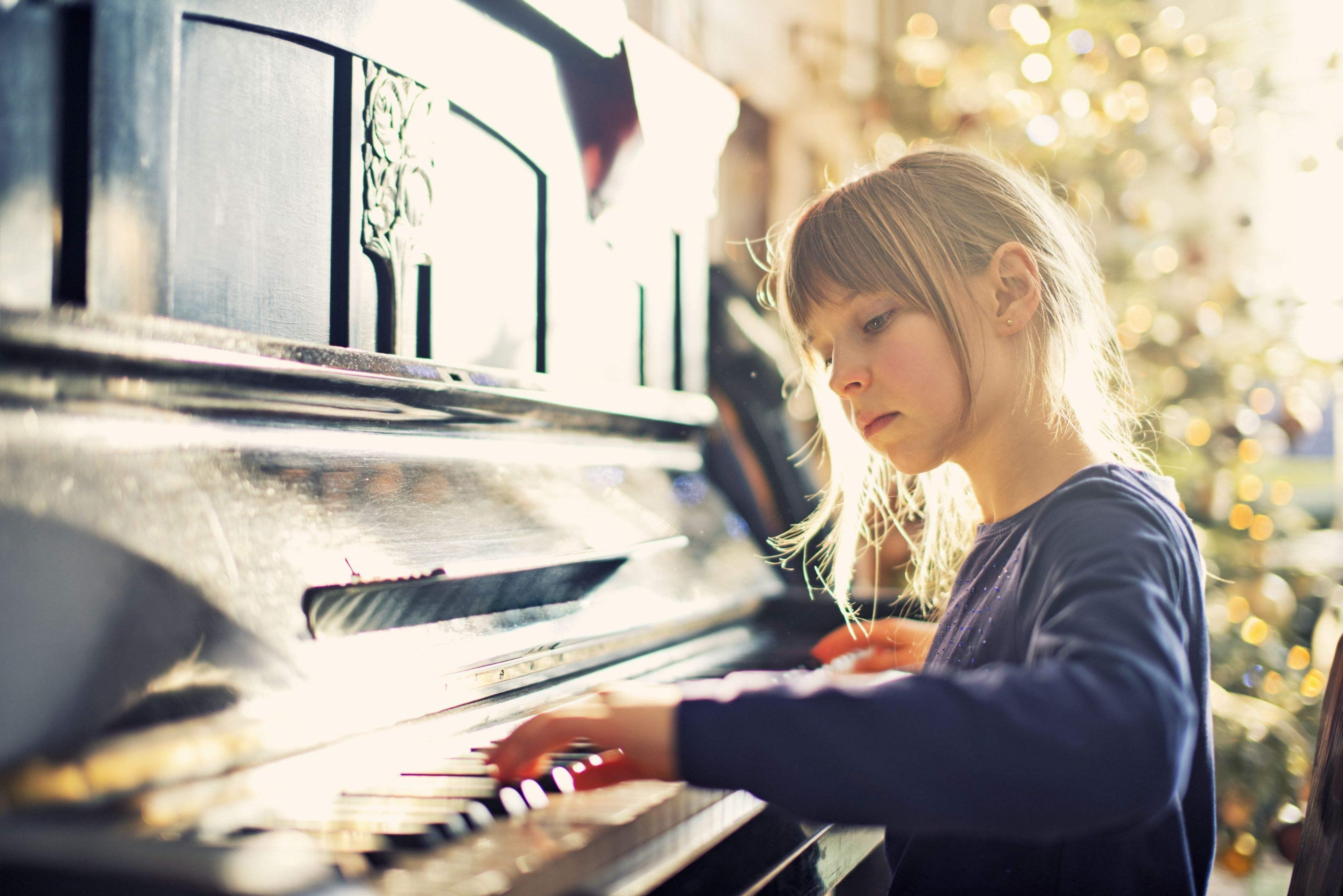 钢琴中两种触键的误解:高抬指与贴键