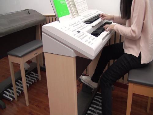 边弹边唱对提高双排键水平有好处吗?