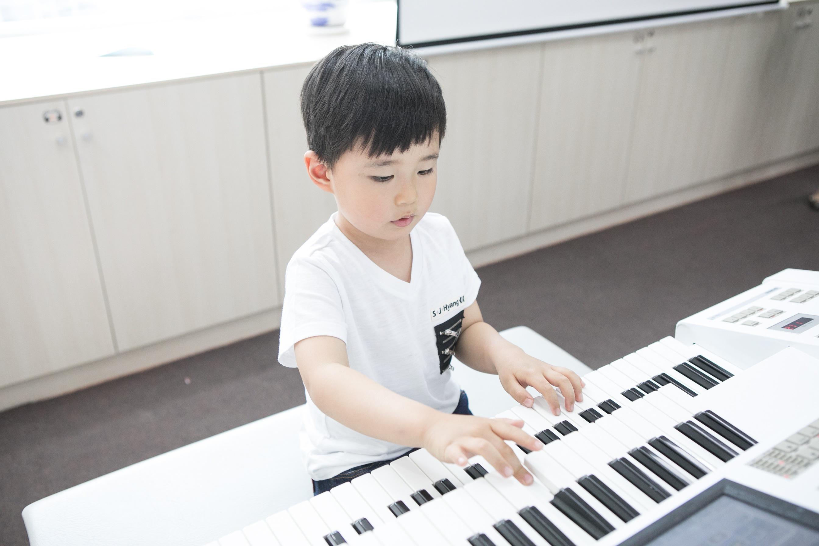 学双排键和学其他乐器的孩子有什么差别?