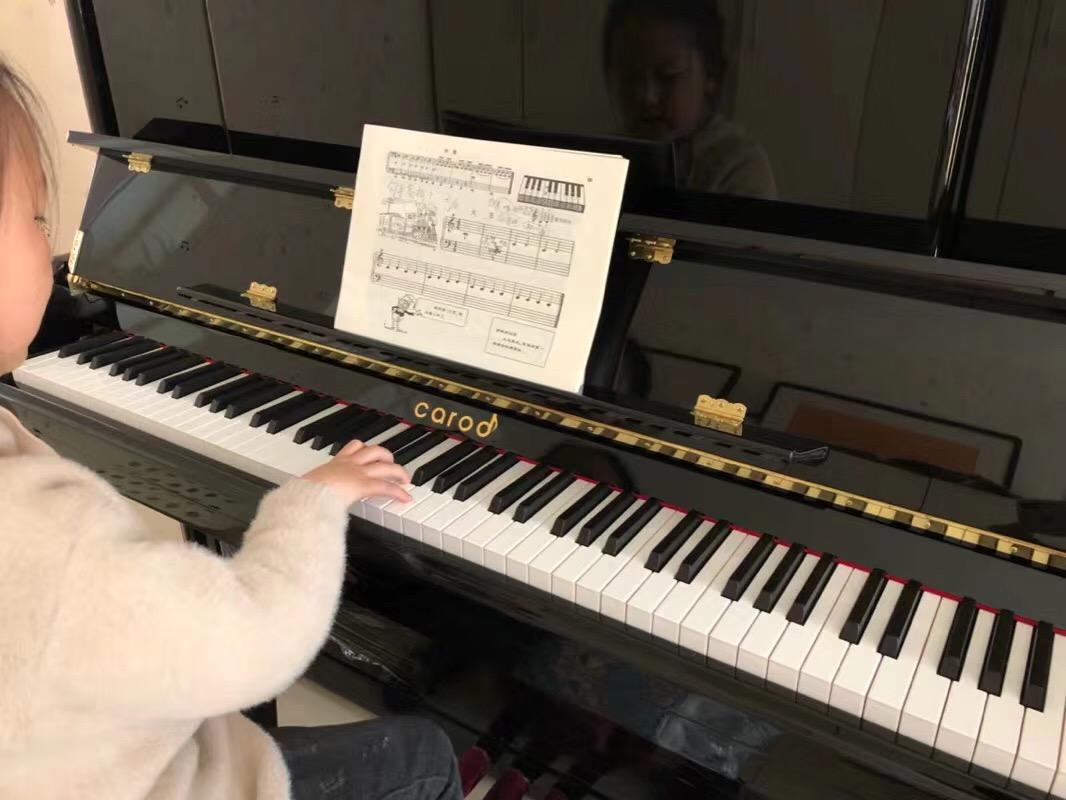 为什么马云一再强调学音乐的重要性?