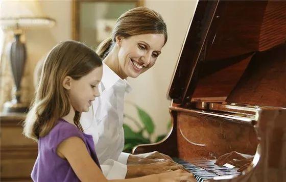 孩子学琴路上的四大关,父母一定不能缺少陪伴