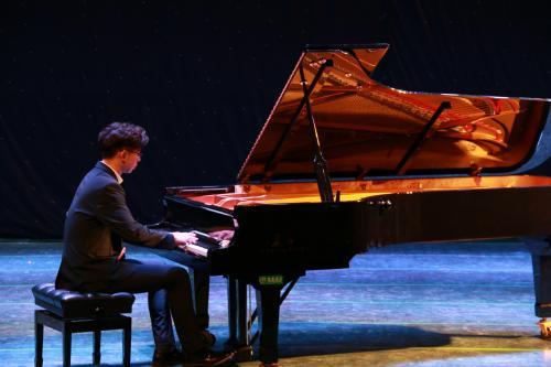 第一次参加钢琴比赛有哪些经验和建议可以学习?