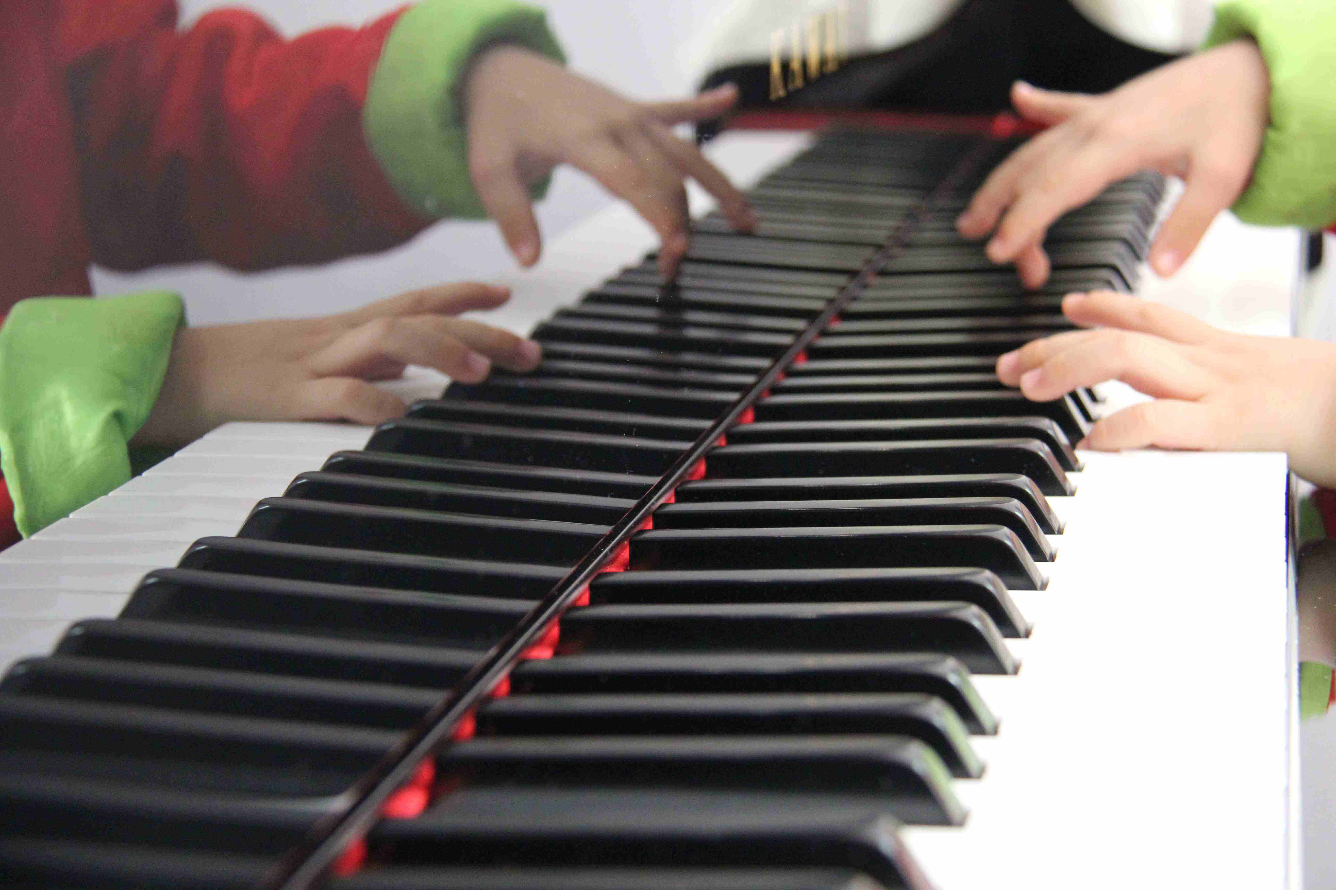 如何引导孩子坚持学一门乐器?