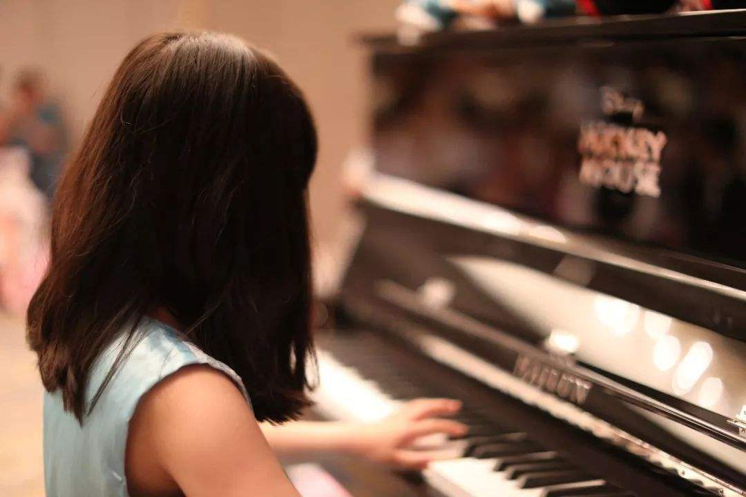 孩子学双排键手型很重要,但也不要过分强调