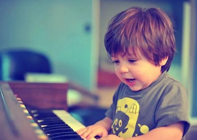 给孩子做音乐启蒙的五个黄金时期,千万不能错过!
