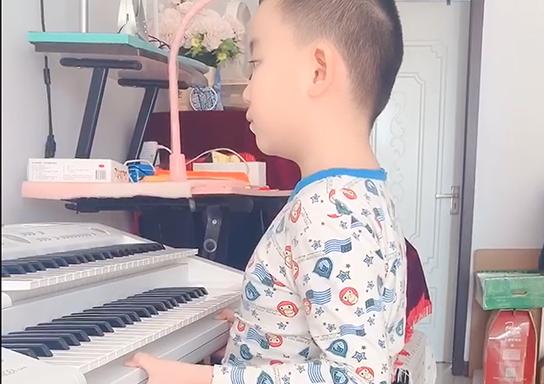 奇奇 《脚键盘练习曲》