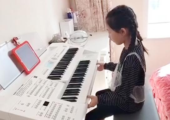 刘奕彤《脚键盘1-1【二分音符级进】》