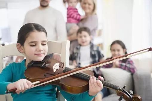 疫情期间,玩音乐能给家庭带来这么多温馨的氛围!