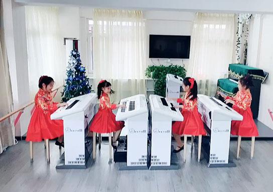 《恭喜呀恭喜+福气东来+中国吉祥》