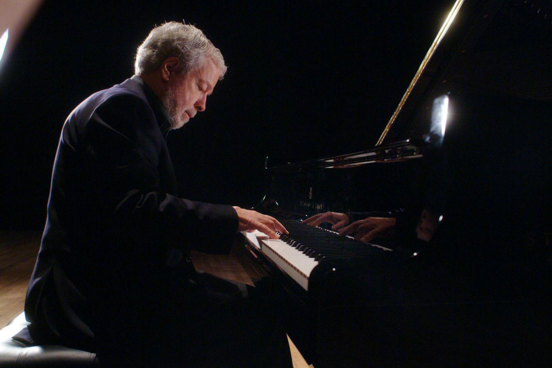 正确合理的呼吸有助钢琴演奏
