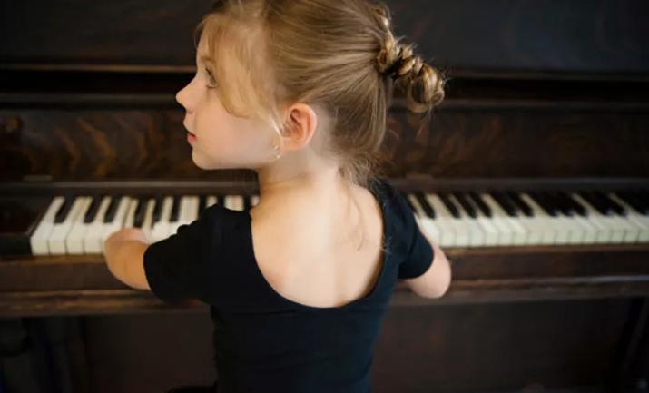 几岁开始学音乐最好?研究表明:7岁以前!