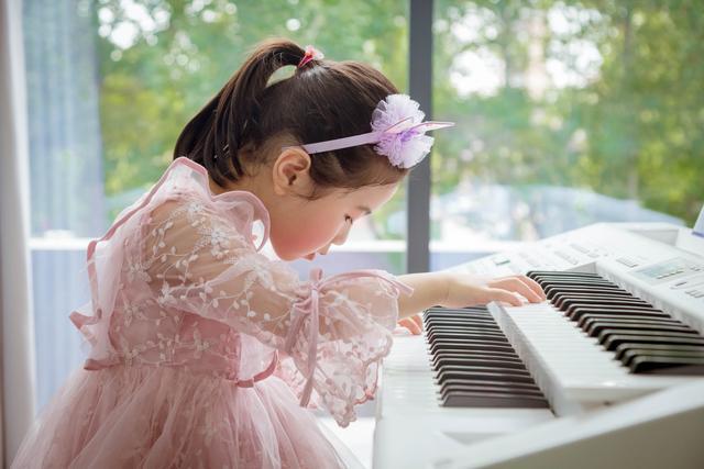 孩子进行音乐启蒙学习,选双排键好还是钢琴好?