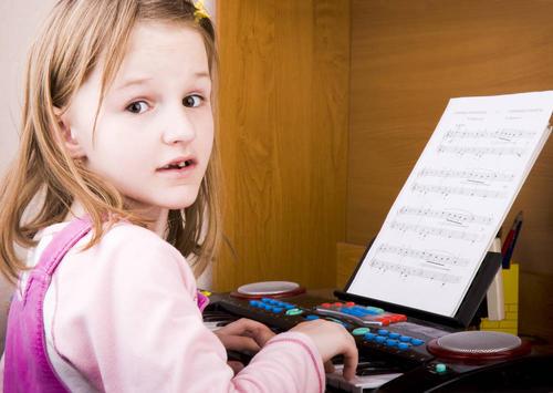 学音乐能够刺激大脑的发育