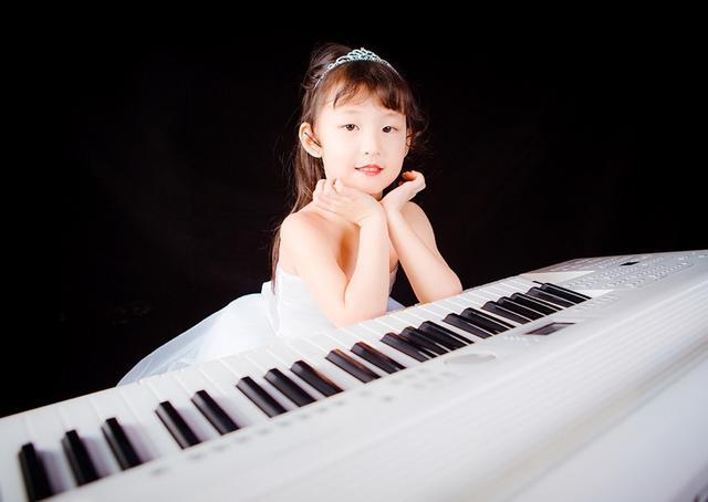 如何能让孩子自觉地练琴?