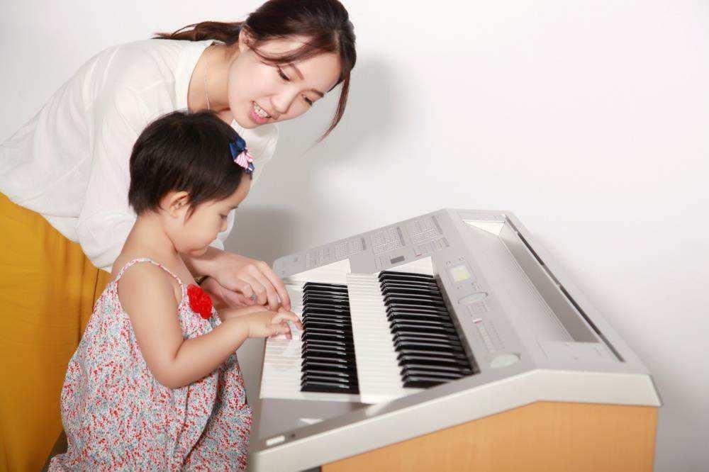 孩子练琴时,家长应该如何陪练?